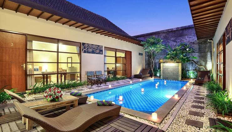 The Vie Villa Bali - Swimming Pool and Sunbed