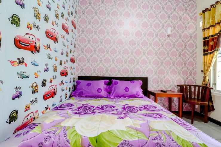 Thalita Homestay Malang - Bedroom