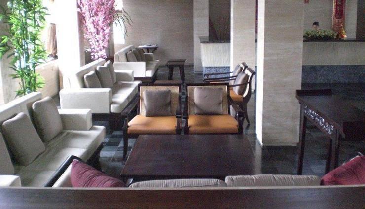 Grand Balisani Suites Bali - Lobby Sofa 3