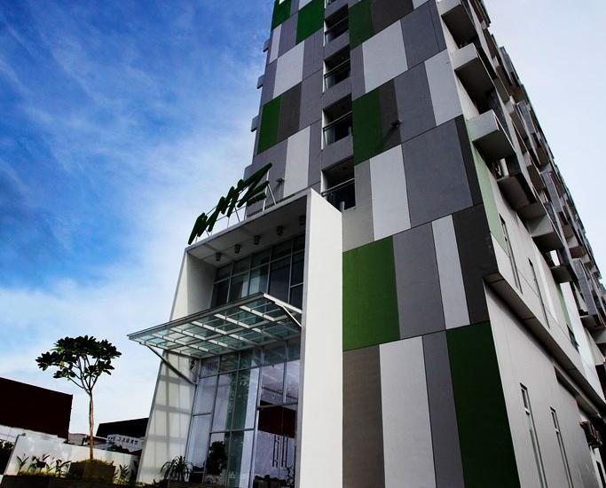 Whiz Hotel Pemuda Semarang - Penampangan Luar