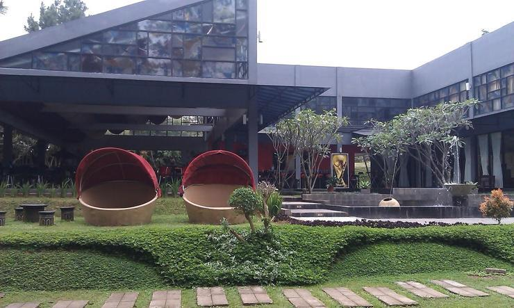 Hotel Taman Piknik by MyHome Hospitality Cianjur - eterior