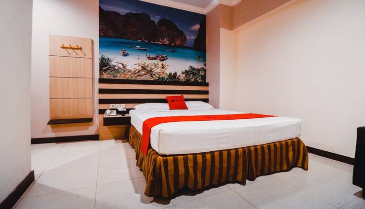 RedDoorz Plus near Makassar Town Square Makassar - Room
