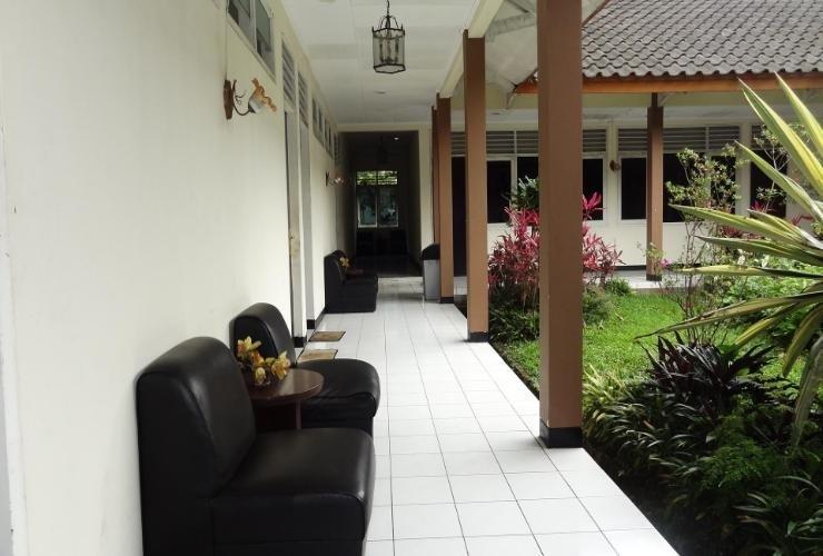 Hotel Cisarua Indah Bogor - Exterior