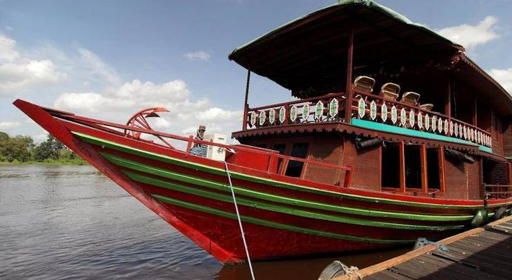 Amaris Palangkaraya - perahu