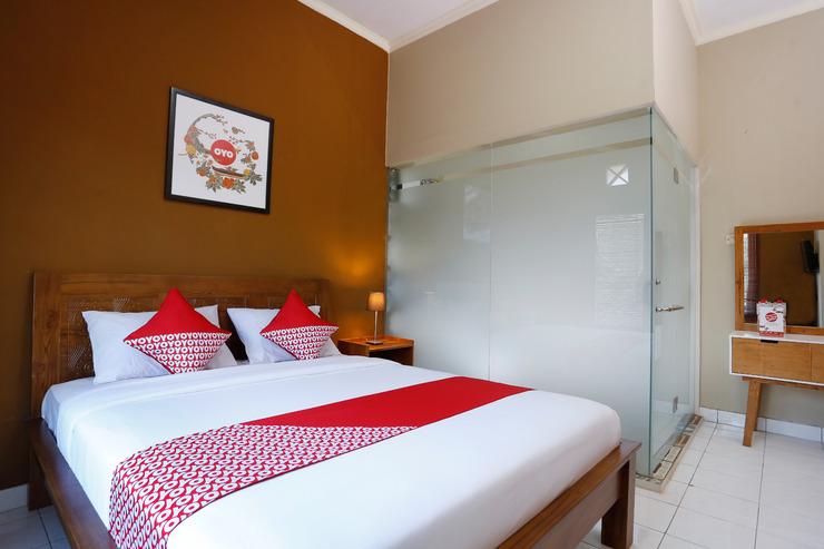 OYO 1072 Kampung Condro Wulan GuestHouse Yogyakarta - Bedroom