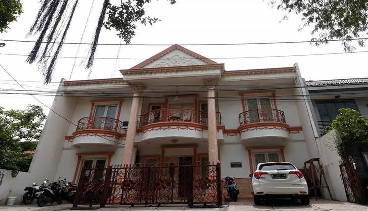 RedDoorz Plus @ Cempaka Putih Timur Jakarta - Exterior