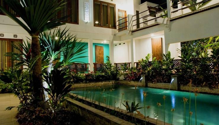 Hotel Gradia 2 Malang - Pool view