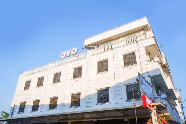 OYO 1136 Hotel Surya Solo Solo - Facade