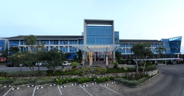 Emersia Hotel Lampung - Parking