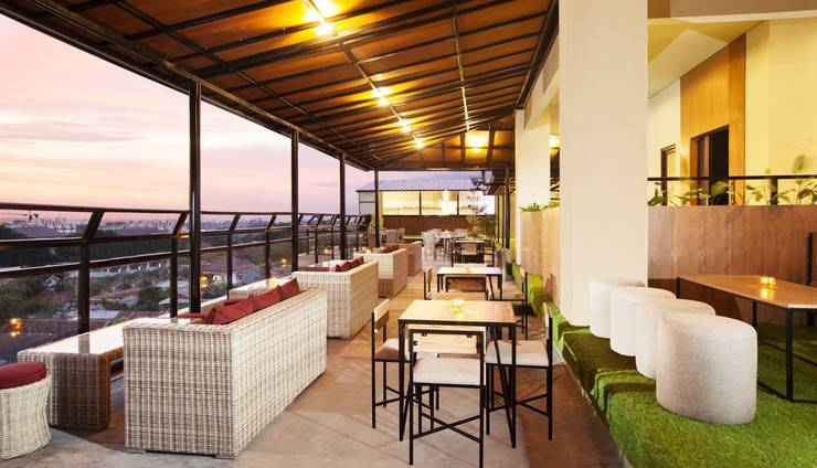 Yellow Star Gejayan Hotel Yogyakarta - Kuning tempat di Roof Top view saat sunset dan sunrise