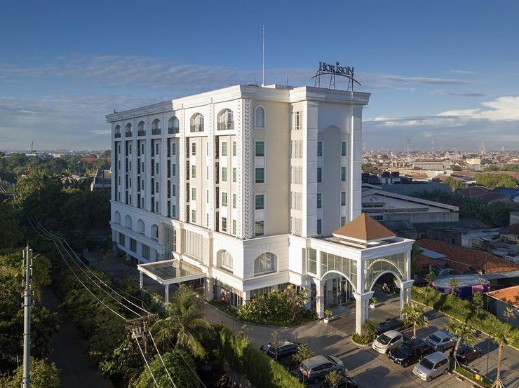 Horison Ciledug Jakarta - Tampak depan luar barungan Hotel Horison Ciledug Jakarta