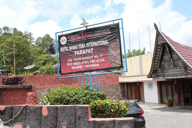 HDTI Hermina Parapat Danau Toba - Tampak depan hotel