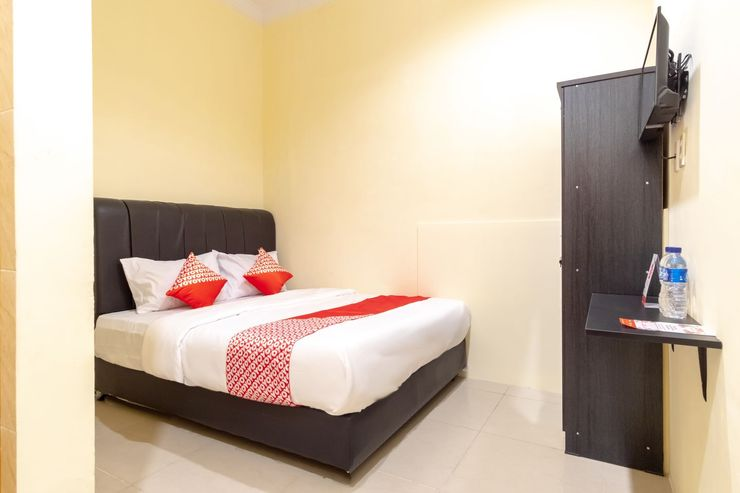 OYO 1505 Studio 10 Home Stay Medan - Bedroom