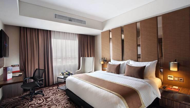 Swiss-Belinn Karawang Karawang - Suite Bedroom