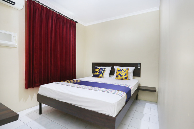 SPOT ON 2358 Aster Homestay Yogyakarta - Deluxe Double Bedroom