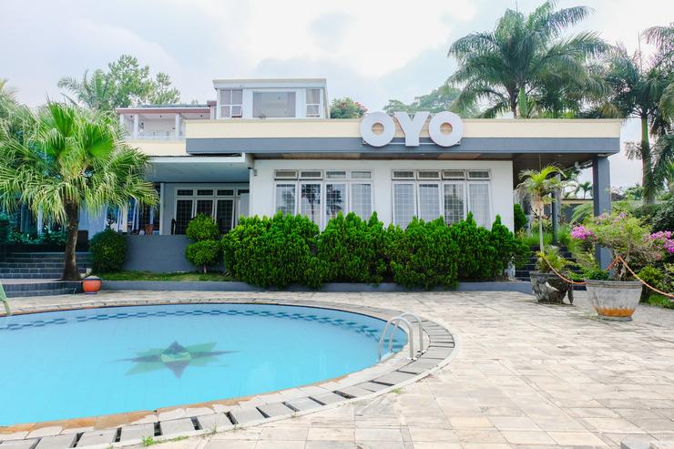 OYO 803 Toetie Hotel Malang - Facade