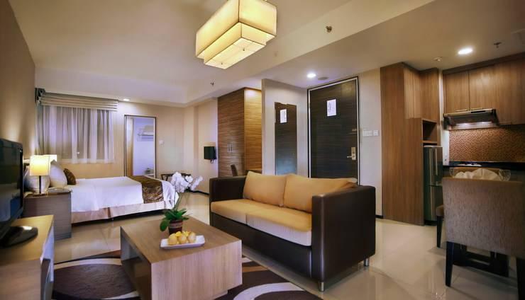 Aston Balikpapan - Deluxe room living room