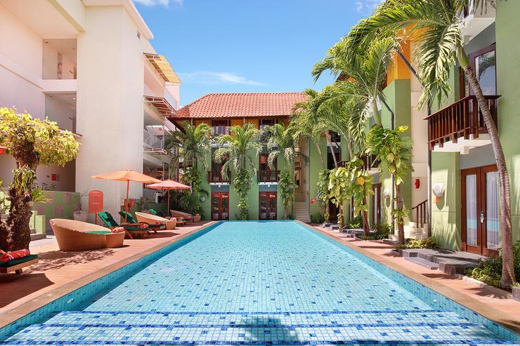 HARRIS Hotel Tuban - swimming pool view