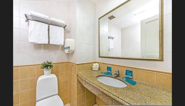 Hotel 81 Classic - Bathroom