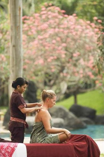 Novotel Surabaya Hotel & Suites Surabaya - Massage