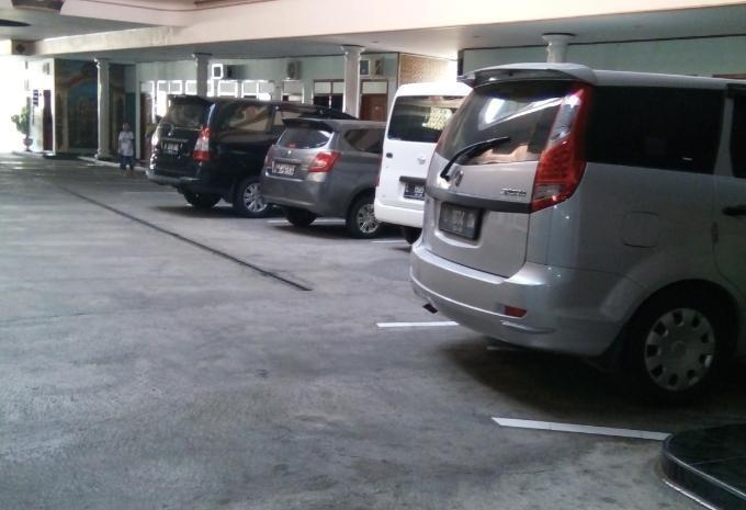 Hotel New Merdeka Jember - Parking Area