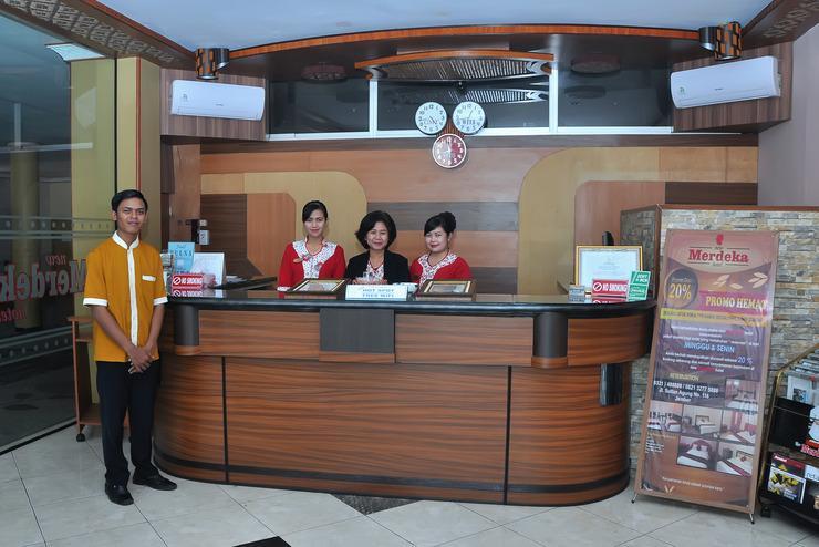 Hotel New Merdeka Jember - Kantor Depan