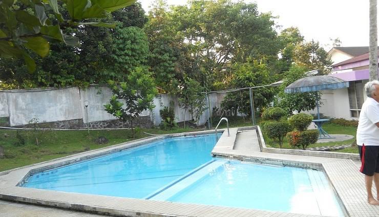 Sapphire Hotel Puncak - Swimming Pool