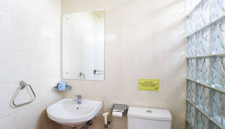 Hotel 678 Kemang Jakarta - Deluxe Bathroom