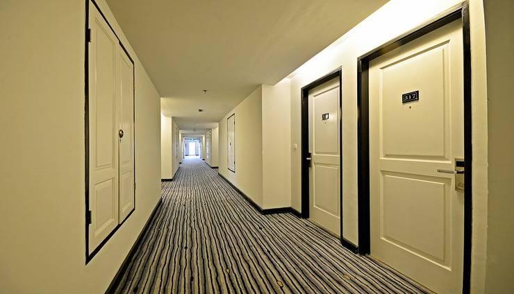 ZEN Premium Mampang Tendean Jakarta - Koridor