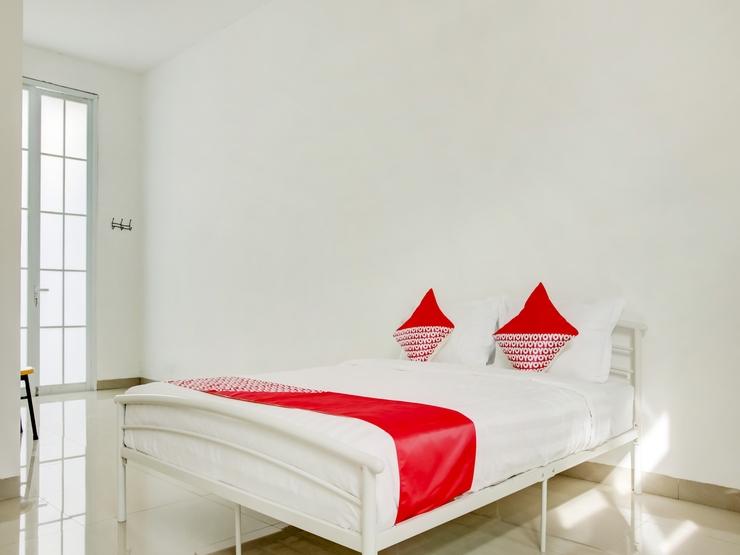 OYO 3512 Golden White House Makassar - Bedroom