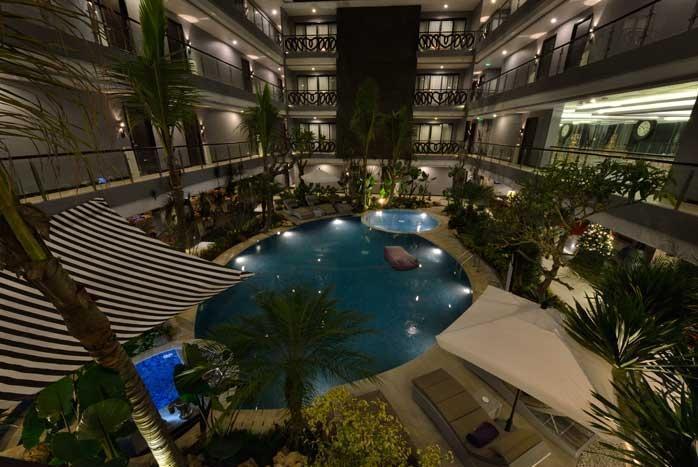 Amaroossa Suite Bali - Restoran