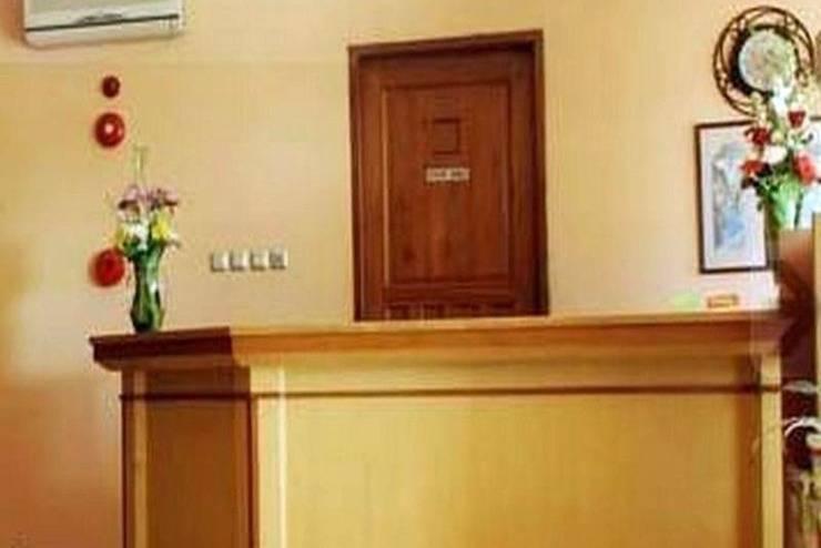 Arlya Hotel Bandung - Receptionist