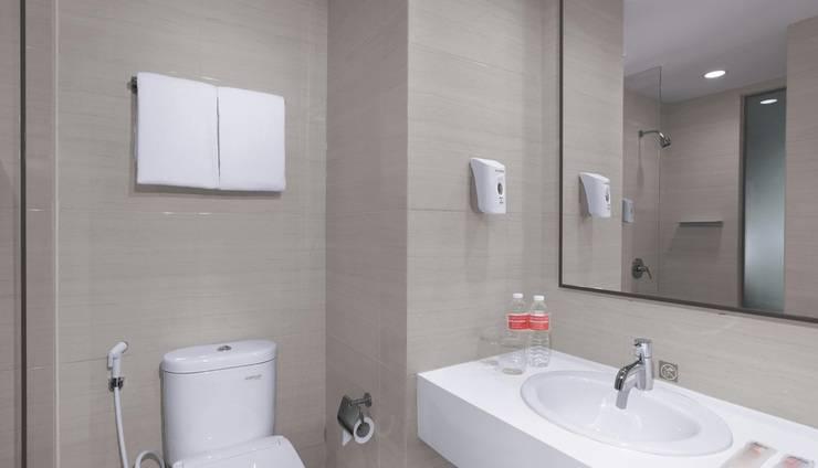 favehotel Sorong - Bathroom