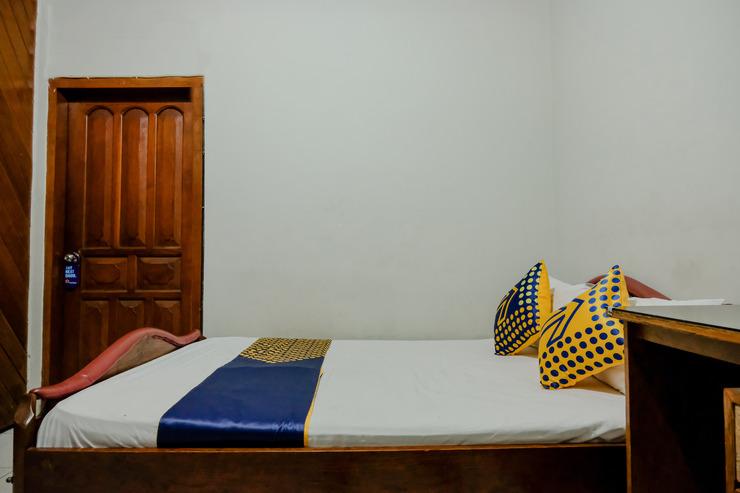 SPOT ON 1761 Hotel Dirgahayu Ponorogo - Guest Room