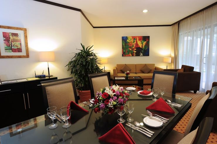 Hotel Borobudur Jakarta - In-Room Dining