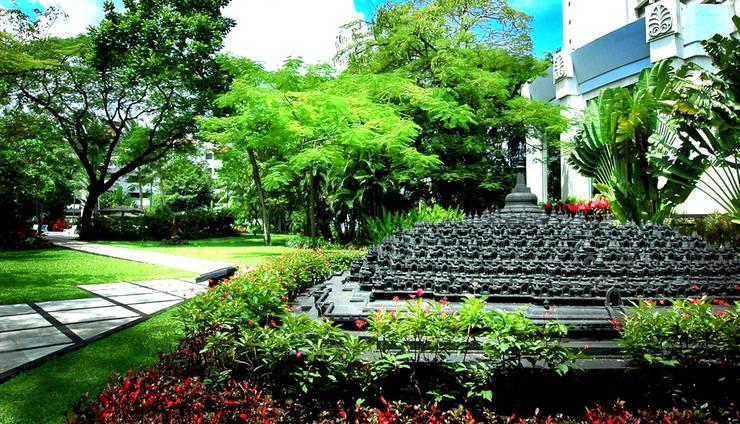 Hotel Borobudur Jakarta - Garden Candi