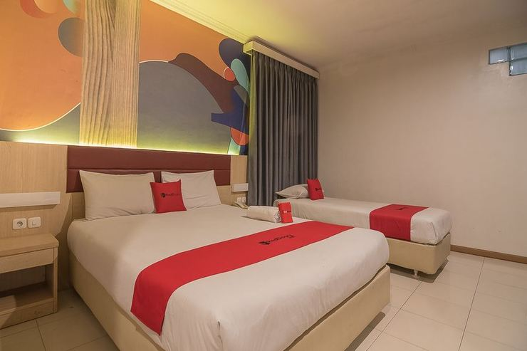 RedDoorz Plus near Alun Alun Bandung Bandung - Photo