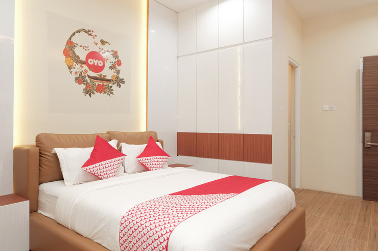 OYO 620 The Peak Guest House Syariah Jember - Bedroom