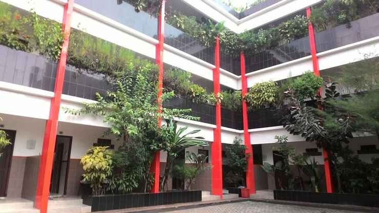 Hotel Surakarta Tulungagung - Exterior..
