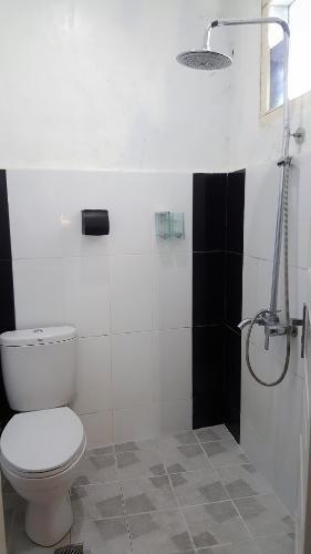 Ananda Hotel Padang - Bathroom