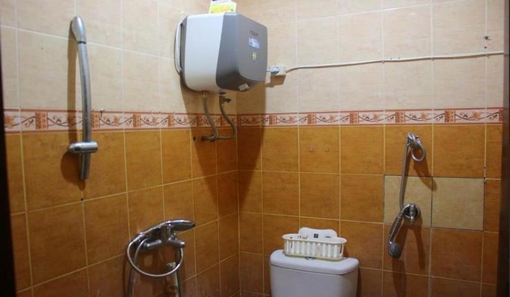 Villa Vili Guesthouse Yogyakarta - Bathroom
