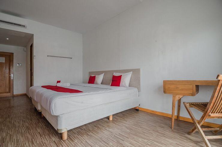 RedDoorz near Pantai Coastarina Batam Batam - Guestroom