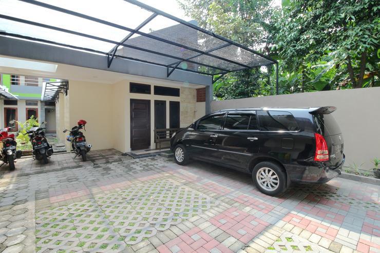 Airy Eco Syariah Sleman Kaliurang KM 6.5 Gang Bali Yogyakarta - Parking