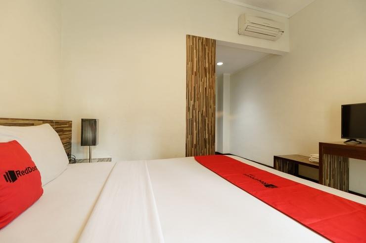 RedDoorz Premium @ Gunung Sahari 2 Jakarta - Kamar Tamu