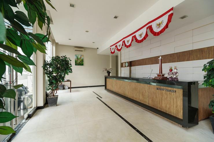 RedDoorz Plus @ Gunung Sahari 2 Jakarta - Lobby