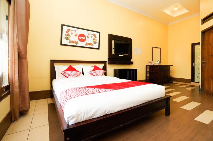 OYO 1080 Sm Bromo Hotel Probolinggo - Bedroom
