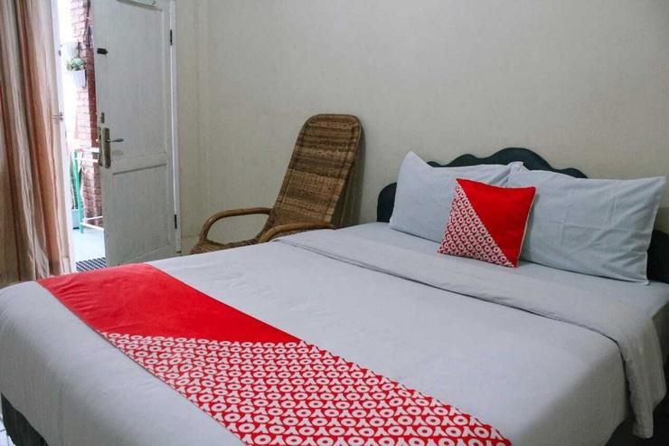 OYO 2799 Berastagi Backpacker Rooms Karo - Bedroom S/D