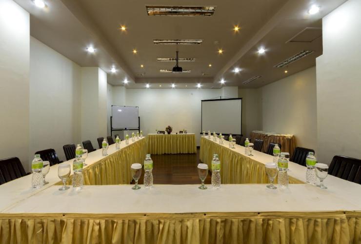 Mervit Hotel Padang - function hall