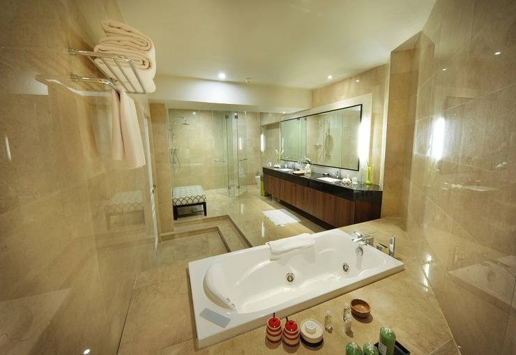 Discovery Hotel Ancol - Kamar mandi Presidential Suite