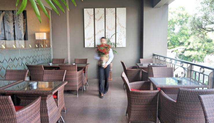 Noormans Hotel Semarang - Balkon restoran